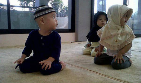 Muslim-kids-prayer-cute